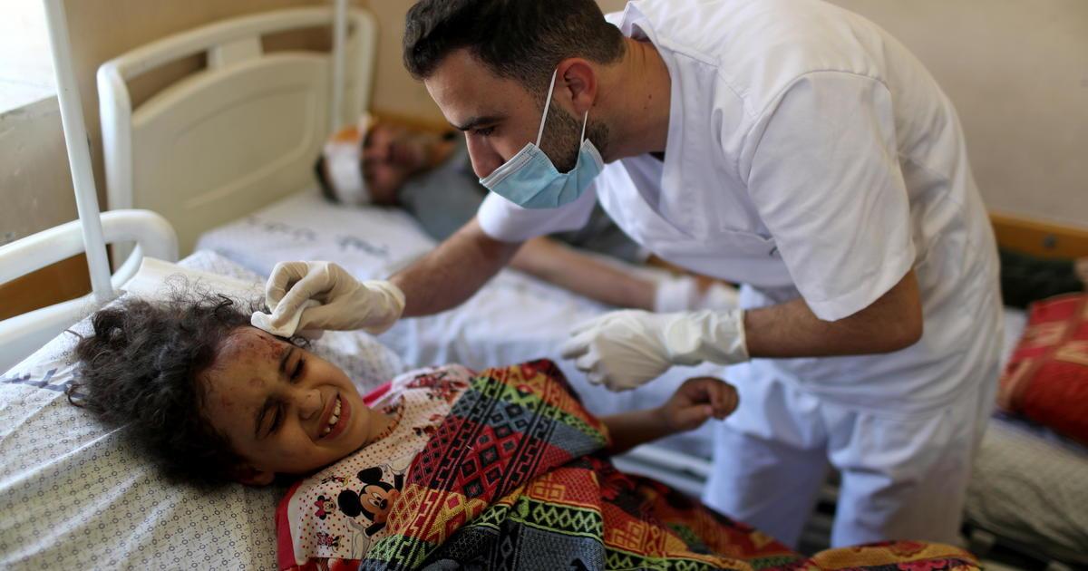 """Israel continúa atacando Gaza por segunda semana, mientras que Netanyahu promete sofocar los lanzamientos de cohetes de Hamas, """"lo que sea necesario""""."""