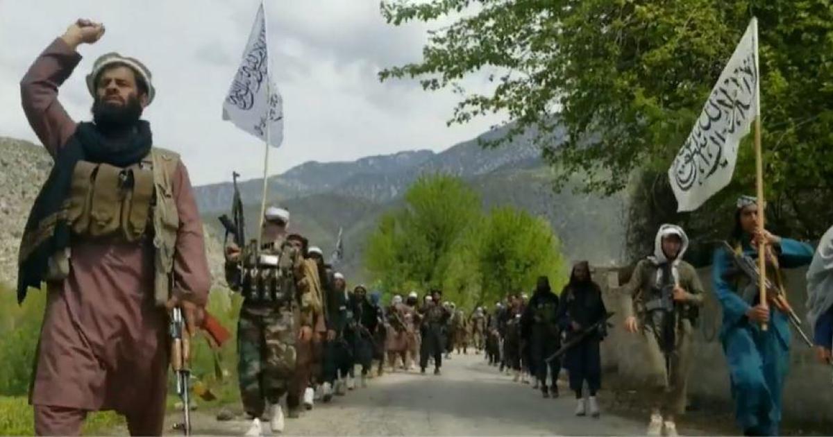 Los talibanes insisten en que las mujeres afganas mantendrán sus derechos, al tiempo que culpan al gobierno por el continuo derramamiento de sangre.